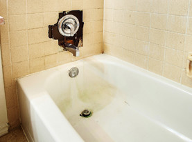 Fiberglass Tub Refinishing - Before Transformation